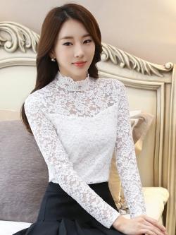 เสื้อลูกไม้แฟชั่น พร้อมส่ง สีขาว คอจีน แต่งผ้าลูกไม้บางๆช่วงคอเสื้อและแขนยาว สวยหวานแอบเซ็กซี่ช่วงบน ผ้าลายลูกไม้