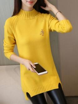 เสื้อกันหนาวไหมพรม พร้อมส่ง สีเหลืองสดใส คอเต่า แต่งผ่าด้านข้าง แขนยาว ตัวยาวคลุมสะโพก ใส่กันหนาวได้ค่ะ