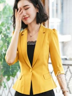 (พร้อมส่ง M,L)เสื้อสูทแฟชั่น เสื้อสูทสำหรับผู้หญิง พร้อมส่ง สีเหลือง คอปก แขนพับสามส่วน หัวไหล่ยกนิดๆ ไม่มีซับในระบายอากาศได้ค่ะ