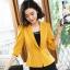 เสื้อสูทแฟชั่น เสื้อสูทสำหรับผู้หญิง พร้อมส่ง สีเหลือง คอปก แขนพับสามส่วน หัวไหล่ยกนิดๆ ไม่มีซับในระบายอากาศได้ค่ะ thumbnail 2