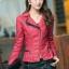เสื้อแจ็คเก็ต เสื้อหนังแฟชั่น พร้อมส่ง สีแดง คอปกแต่งขลิบสีดำ เข้ารูป สุดเท่ห์ หนัง PU คุณภาพดี thumbnail 4