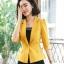 เสื้อสูทแฟชั่น เสื้อสูทสำหรับผู้หญิง พร้อมส่ง สีเหลือง คอปก แขนพับสามส่วน หัวไหล่ยกนิดๆ ไม่มีซับในระบายอากาศได้ค่ะ thumbnail 1