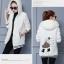 เสื้อกันหนาว พร้อมส่ง สีขาว ช่วงตัวเสื้อบุด้วยผ้าขนสัตว์ฟูๆ แบบซิบรูด มีฮูทสุดเท่ห์ thumbnail 4