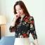 เสื้อเชิ้ตทำงาน เสื้อแฟชั่น สีดำ คอจีนจับกลีบ ลายดอกไม้สีสันสดใส แต่งกระดุมช่วงคอเสื้อ เนื้อผ้า ลื่นๆใส่สบาย thumbnail 6