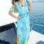 maxi dress ชุดเดรสยาว พร้อมส่ง สีฟ้า คอวีลึก ลายดอกไม้สีสัน สม๊อคช่วงเอว สวยมากๆค่ะ thumbnail 5