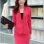 เสื้อสูทสีชมพู แขนยาว แต่งเว้าช่วงคอ คอวีลึกติดกระดุมเม็ดเดียว กระโปรงสั้น สีชมพู ทรง A ค่ะ thumbnail 2