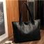 กระเป๋าสะพายข้างใบใหญ่ The liary สีเทา thumbnail 7