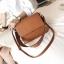 กระเป๋าสะพายข้างผู้หญิง Leather around สีน้ำตาล thumbnail 17