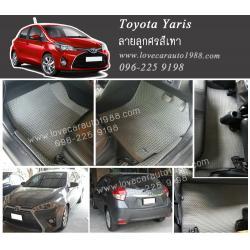 ยางปูพื้นรถยนต์ Toyota yaris ลายธนูสีเทา