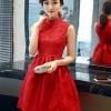 เดรสแขนกุดสีแดง ตัวเสื้อผ้าถักโครเชต์ลายดอกไม้ คอจีน เดรสเข้ารูปช่วงเอว
