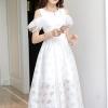 เดรสยาวผ้าชีฟองเนื้อดีลายรูปดาวสีขาว เปิดไหล่ แขนเสื้อเป็นผ้ามุ้งอัดพลีตเล็กๆๆ 2 ชั้น