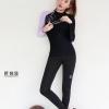 ชุดว่ายน้ำทูพีชแบบสปอร์ต แขนยาว ขายาวสีดำ แขนเสื้อข้างขวาสีม่วง มีลายมิกกี้เม้าที่ไหล่ น่ารักมากค่ะ