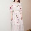 เดรสผ้าลูกไม้เนื้อดีสีครีม คอเสื้อมีสายยืดจั๊ม ตัวชุดปักลายดอกไม้และผีเสื้อ