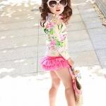 ชุดว่ายน้ำเด็กผู้หญิง แขนยาวสีครีมลายดอกไม้ กางเกงกระโปรงสีชมพู พร้อมหมวก