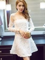 เดรสผ้าลูกไม้ถักสุดหรูสีขาว ตัวชุดเป็นผ้าลูกไม้ถักโครเชต์ลายดอกไม้สีขาว ลอยนูนออกจากตัวชุด ช่วงไหล่ผ้