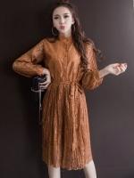 เดรสผ้าลูกไม้เนื้อดีสีน้ำตาลทอง กระดุมผ่าหน้าอก เอวยืดจั๊ม แขนเสื้อและกระโปรงอัดพลีตเล็กๆ