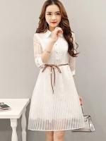 เดรสผ้าไหมแก้ว organza สีขาว ตัวชุดด้านในเย็บซ้อนด้วยผ้าลูกไม้สีขาวทั้งตัว