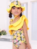 ชุดว่ายน้ำสีเหลือง ลายดอก ระบายเฉียง พร้อมหมวก
