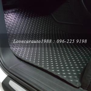 พรมปูพื้นรถยนต์ Audi Q7 ลายกระดุมสีดำ