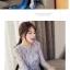 เสื้อผ้าลูกไม้ขนฟูมุ้งมิ้ง โทนสีเทาและเดินเส้นด้วยด้ายสีน้ำเงินตามแบบ แขนยาว ตัวผ้าแต่งด้วยดิ้นสีเงิน thumbnail 5