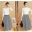 ชุด set เสื้อสีขาวและกระโปรงลายทาง thumbnail 3