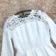 เดรสผ้าคอตตอนผสม ทอเนื้อดี พื้นสีขาว แขนยาว คอเสื้อ ไหล่ กระโปรง และชายกระโปรงเย็บต่อกับผ้าถักโครเชต์ thumbnail 16