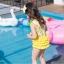 ชุดว่ายน้ำเด็กผู้หญิง ลายเป็ด สีเหลืองขาว พร้อมหมวก thumbnail 3