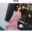 เดรสผ้าลูกไม้ถักโครเชต์สีชมพูโอรส ดีไซน์เก๋ เปิดไหล่หนึ่งข้าง ช่วงไหล่ที่เปิดมีสายจั๊ม ที่แขน thumbnail 9