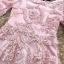 เดรสตัวชุดผ้าโปร่งเนื้อละเอียด ตัวผ้าเดินเส้นผ้าริบบิ้นสีชมพูโค้งหยักตามแบบ ซับในด้วยผ้าไหม silk thumbnail 5