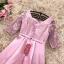 เดรสออกงานสุดหรู ตัวชุดเป็นผ้าไหมสีชมพูเข้ม ดีไซน์คอวี แขนเสื้อเป็นผ้าลูกไม้ยาว 3 ส่วน thumbnail 8