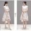 เดรสตัวเสื้อผ้าลูกไม้ลายดอกไม้ สีขาวครีม คอจีน มีซิบด้านหลังลำตัว เดรสเข้ารูปช่วงเอว กระโปรงผ้าไหมแก้ว thumbnail 10