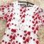 เดรสผ้าลูกไม้ถักพื้นสีขาว ลายดอกไม้สีแดง หน้าอกคาดด้วยผ้าถักโครเชต์สีขาว thumbnail 15