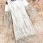 เดรสผ้าลูกไม้สีขาว แต่งด้วยดิ้นเล็กๆๆสีทองและสีขาว ทั้งตัว เปิดไหล่ แขนยาว ทรงตรง เข้ารูปช่วงเอว thumbnail 18