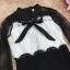 เดรสผ้าลูกไม้เนื้อดีตัวเสื้อสีขาว แขนเสื้อและกระโปรงผ้าลูกไม้สีดำ thumbnail 13