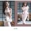 เดรสผ้าโพลีเอสเตอร์ผสมสีชมพู เปิดไหล่ด้านขวา ไหล่ด้านซ้ายแต่งด้วยผ้าผูกเป็นโบว์ thumbnail 11