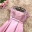 เดรสออกงานสุดหรู ตัวชุดเป็นผ้าไหมสีชมพูเข้ม ดีไซน์คอกลม แขนเสื้อเป็นผ้าลูกไม้แขนสั้น thumbnail 8