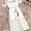 เดรสผ้าลูกไม้เนื้อดีสีครีม คอเสื้อมีสายยืดจั๊ม ตัวชุดปักลายดอกไม้และผีเสื้อ thumbnail 16
