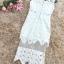 เดรสผ้าลูกไม้ถักสีขาว แขนกุด ทรงตรงสอบ เข้ารูปช่วงเอว ดีไซน์เก๋ที่ชายกระโปรง เย็บคาดด้วยผ้าโปร่งลายจุด thumbnail 15