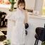 เดรสสีขาว ตัวชุดมีดีเทลเยอะสวยมากๆๆค่ะ ด้านนอกสุดของชุดเป็นผ้าลูกไม้ปักลายดอกไม้ thumbnail 7