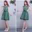 เดรสออกงานสุดหรู ตัวชุดเป็นผ้าลูกไม้ลายตามแบบ ดีไซน์เปิดไหล่ ปิดต้นแขน ช่วงเอวคาดด้วยผ้าไหมสีเขียว thumbnail 4