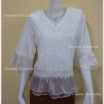 เสื้อลูกไม้ คอวี แขนระบายผ้าแก้ว ชายระบายผ้าแก้ว (สีขาวออฟไวท์) เบอร์ XL ใหญ่