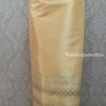 ผ้าถุงไหมสำเร็จรูปเนื้อดี สีครีมเหลือง สวยมาก เอว30 นิ้วเลื่อนได้ถึง32 นิ้ว