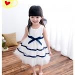 เดรสแฟชั่นสำหรับสาวน้อยไวใส สีขาวบริสุทธิ์ตัดกับแถบโบว์สีน้ำเงิน น่ารักสมวัยจริงๆ - 150 cm.