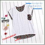 เสื้อยืดแฟชั่นเกาหลี สีพื้นตัดกับลายจุดด้านหลังของตัวเสื้อ กระเป๋าด้านหน้า สีขาว