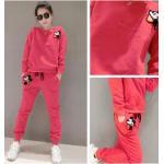 ชุดเซ็ทเสื้อกันหนาวพร้อมกางเกงวอร์ทเข้าชุด สีสวยๆ กับลายการ์ตูนยอดฮิต ดูดี น่าใส่สุดๆ - ชมพู