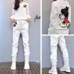 ชุดเซ็ทเสื้อกันหนาวพร้อมกางเกงวอร์ทเข้าชุด สีสวยๆ กับลายการ์ตูนยอดฮิต ดูดี น่าใส่สุดๆ - ขาว