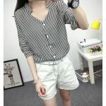 เสื้อเชิ้ตลายตรงสีดำขาว เด่นด้วยคอเสื้อทรง daimond รับกับแขนเสื้อ 4 ส่วน - XXL