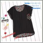 เสื้อยืดแฟชั่นเกาหลี สีพื้นตัดกับลายจุดด้านหลังของตัวเสื้อ กระเป๋าด้านหน้า สีดำ