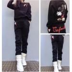 ชุดเซ็ทเสื้อกันหนาวพร้อมกางเกงวอร์ทเข้าชุด สีสวยๆ กับลายการ์ตูนยอดฮิต ดูดี น่าใส่สุดๆ - ดำ
