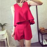 ชุดแฟชั่นลำลองสบายๆ กับเสื้อเอวลอยเก๋ๆ เข้าคู่กับกางเกงขาสั้นในชุด-แดง L